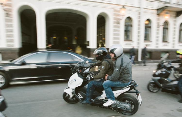 В отеле Кемпински открылось первое в городе мото-такси Фото №434494