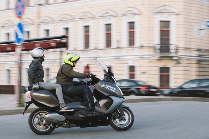 В отеле Кемпински открылось первое в городе мото-такси