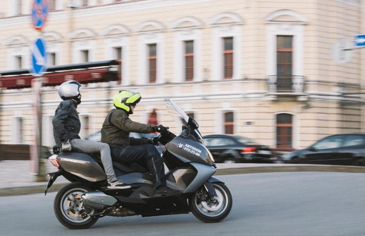 В отеле Кемпински открылось первое в городе мото-такси Фото №434496