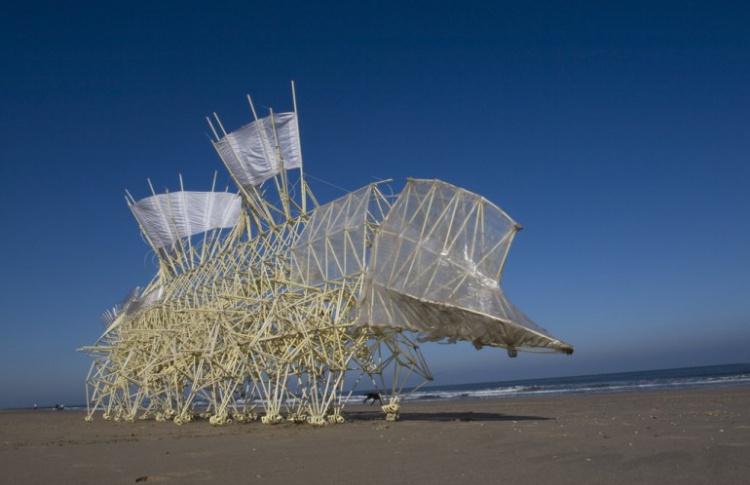Тео Янсен «Кинетическая жизнь песчаных пляжей»