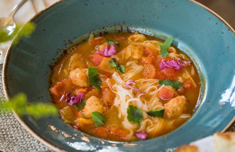 18 разноцветных весенних супов Фото №435509