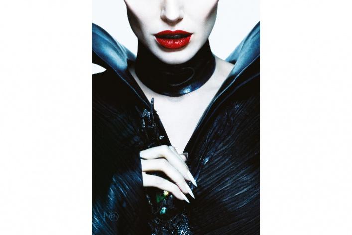 Анджелина Джоли в образе Малефисенты украсила специальную обложку «Time Out Москва»