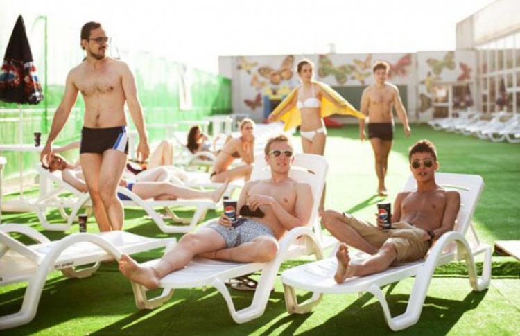 На крыше «Олимпийского» открылся пляж