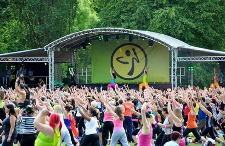 Танцевальный фитнес в парках