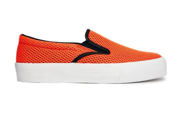 Слипоны: 6 пар актуальной летней обуви Фото №437291