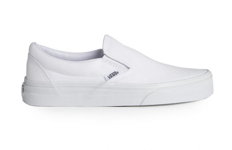 Слипоны: 6 пар актуальной летней обуви Фото №437294