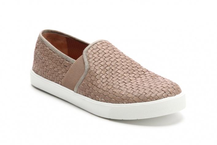 Слипоны: 6 пар актуальной летней обуви