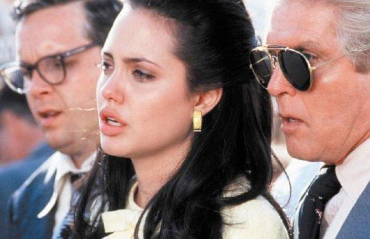 5 главных ролей Анджелины Джоли  Фото №437426