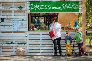 Все лето в Парке Горького будет работать салат-бар Dress Your Salad