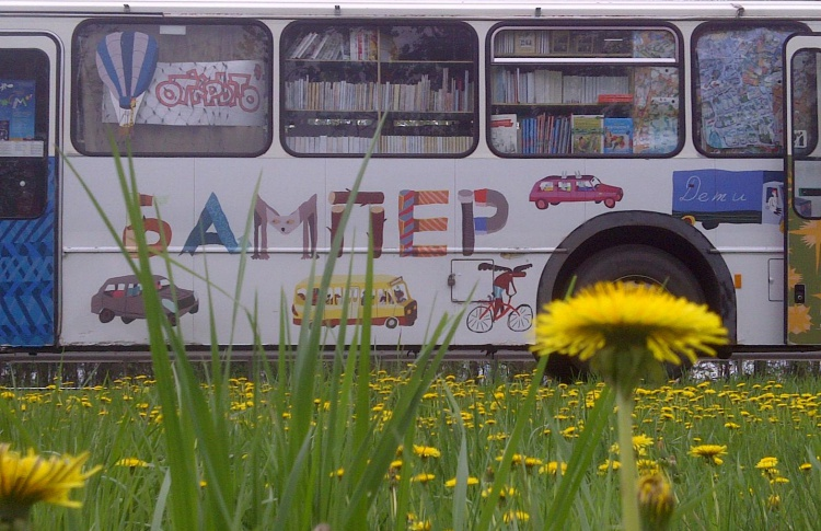 В городе появился магазин детских книжек на колесах