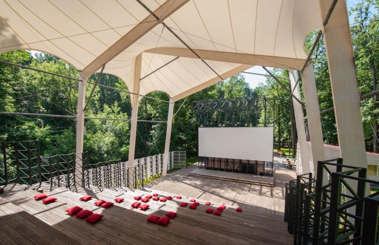 В парке «Фили» заработал летний кинотеатр