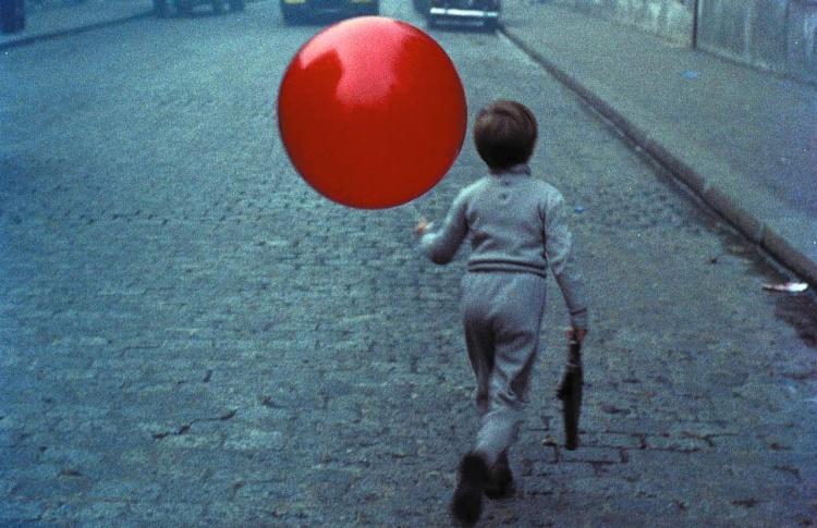 Импровизационный акт показа кино и неформального общения из Праги, Чехия
