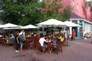 На верандах кафе и ресторанов разрешат курить