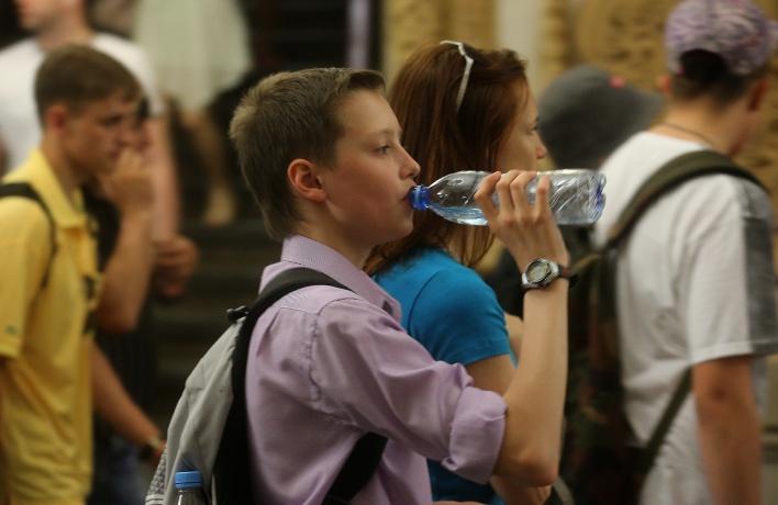 Пассажиров электричек обеспечат бесплатной водой
