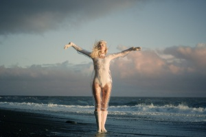 Клип дня: «Tap Your Glass» iamamiwhoami
