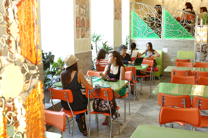На Владимирском проспекте открылось вегетарианское кафе Las Veggies