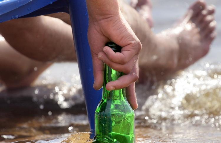 На пляжах и в парках могут запретить торговать крепким алкоголем