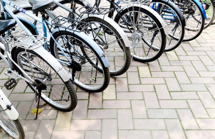 На улицах города появятся полторы тысячи антивандальных велопарковок