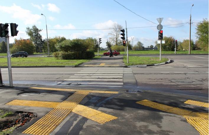 Тактильную плитку на улицах заменят брусчаткой