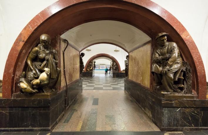 Усы Сталина, Инстаграм и мобильник: секреты дизайна станций метро