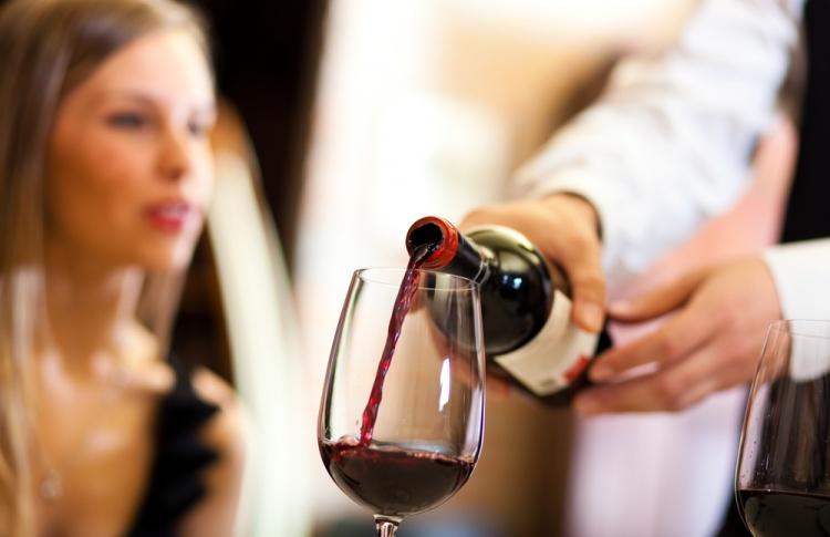 80 ресторанов временно лишились лицензий на алкоголь