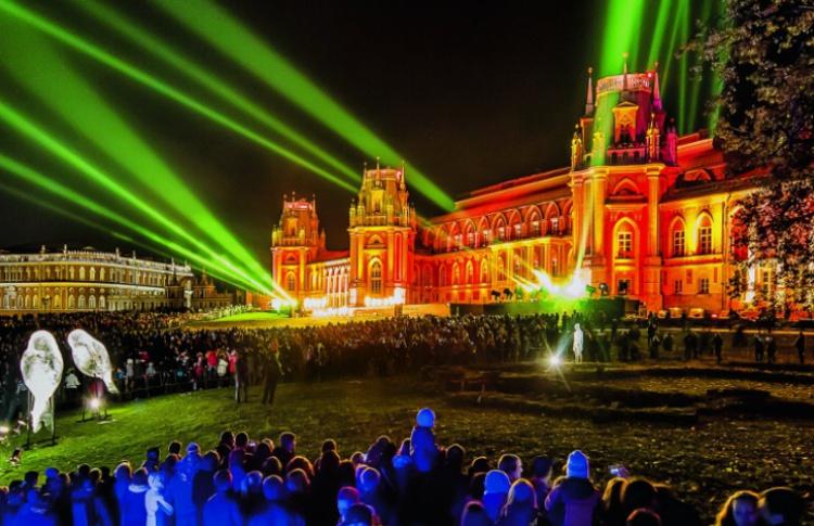 Обнаженная Мэрилин Монро, новое шоу Cirque du Soleil и другие зрелища этих выходных в Москве