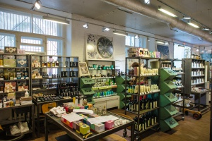 10 магазинов с косметикой и другими полезными вещами