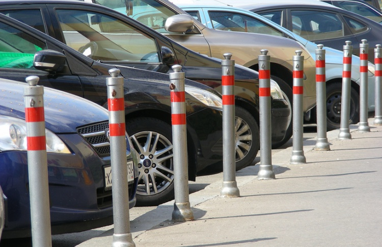Автомобили снова начнут парковать прямо на тротуарах