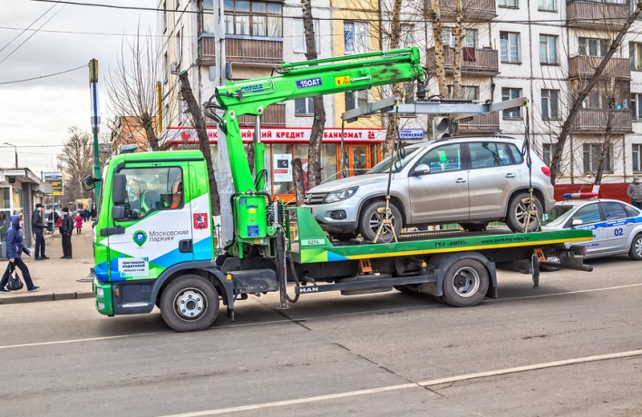 Автомобилисту, не давшему эвакуировать свою машину, грозит полгода ареста