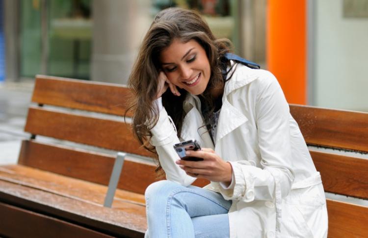 Тренд: распространение смартфонов и социальных сетей