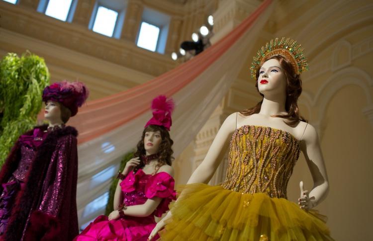 Выставка костюмов из балета «Золушка»
