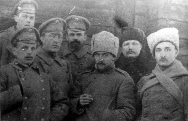 """""""Петроградское небо мутилось дождем, на войну уходил эшелон..."""""""