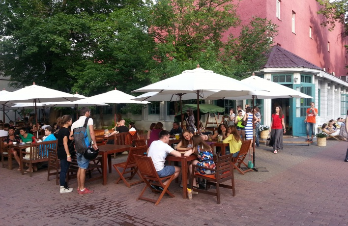 На летних верандах в кафе разрешат курить