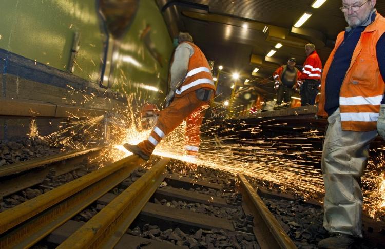 В следующем году отремонтируют сто станций метро
