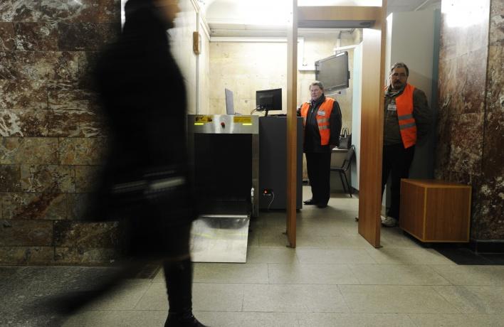 С 1 января на всех станциях метро заработают металлоискатели