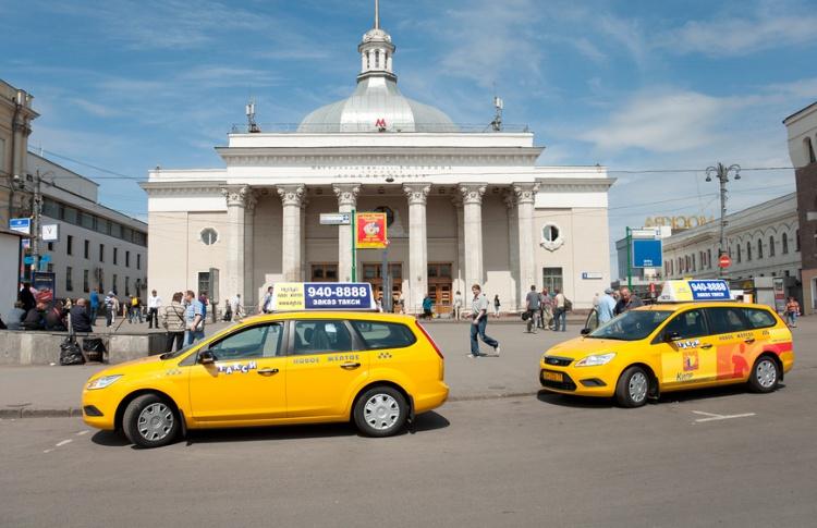Таксистов окончательно пустят на выделенные полосы