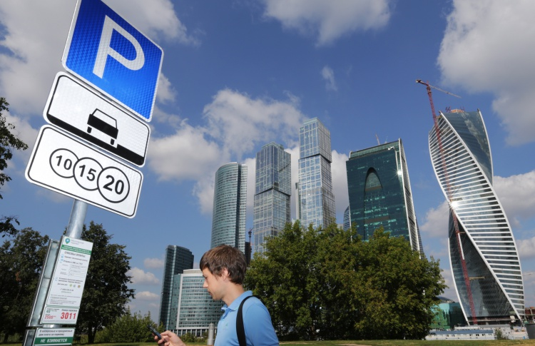 Цены на парковку повысят не раньше лета 2015 года