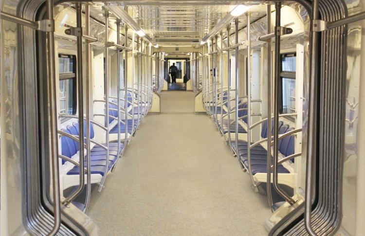 В метро появился первый поезд со сквозными вагонами