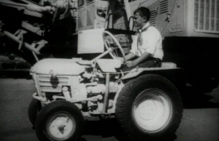 Просмотр и обсуждение фильмов братьев Алейниковых «Трактора» и «Трактористы - 2»