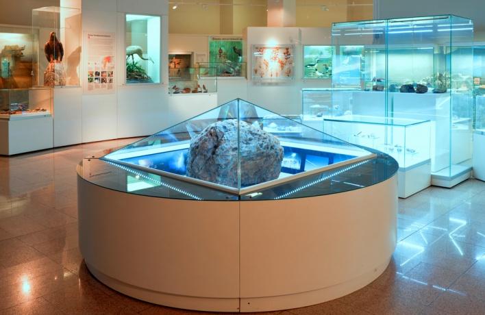 В ЦДХ привезли челябинский метеорит