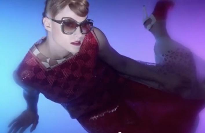 Певица Kiesza для Fendi: коллекция очков Color Block