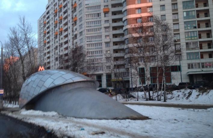Над всеми выходами из метро появятся козырьки