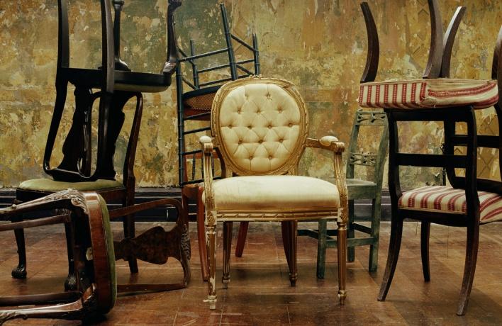 Новый интернет-магазин продает мебель из закрывшихся ресторанов