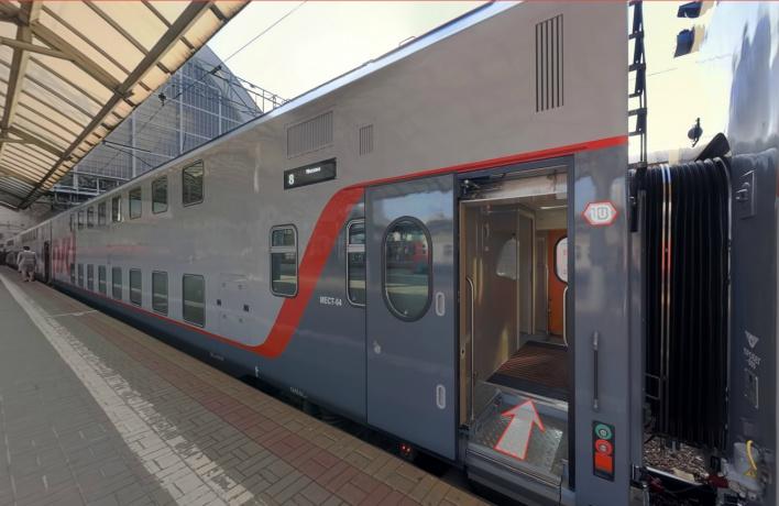 Между Москвой и Петербургом запустили двухэтажный поезд