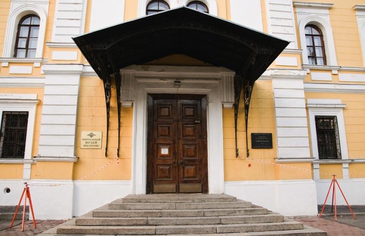 Бывший милиционер с гранатой захватил заложников в Музее МВД