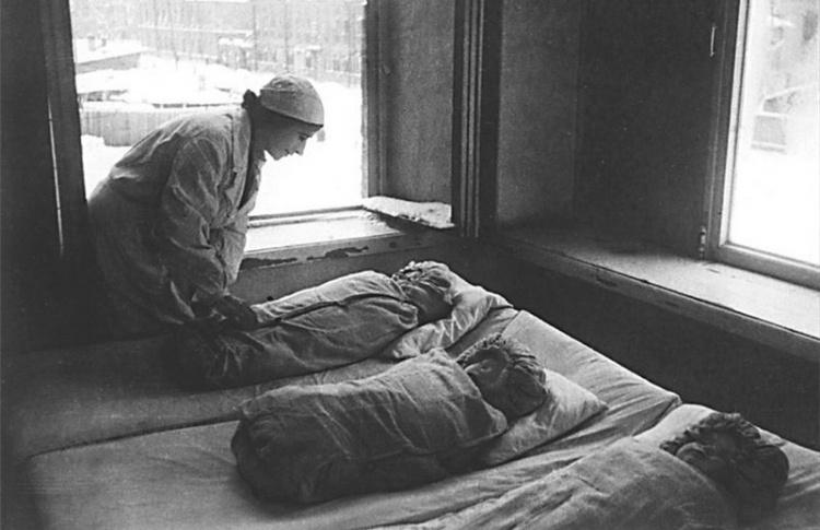 Как ленинградцы свой город спасали