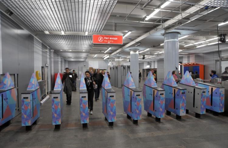 В Москве начали выпускать банковские карты с функцией оплаты метро