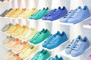 В продаже появились кроссовки Adidas Originals и Фаррелла Уильямса