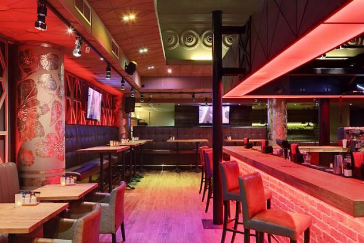 Ресторан-бар BQ-кафе — это современное заведение, живущее в ритме большого города.