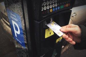 Платные парковки в Москве приносят миллиарды